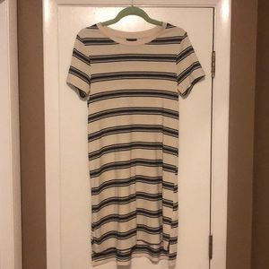 Mossimo size medium comfy dress!